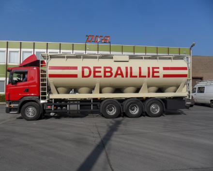 Pneumatic tanker for animal feed - Belgium