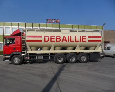 Pneumatic tanker for animal feed - Belgium