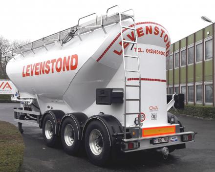 Tanker for animal feed