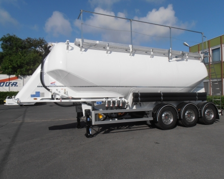 Semi-trailer tanker  36 m3