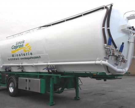 semi-trailer tanker four bakery flour